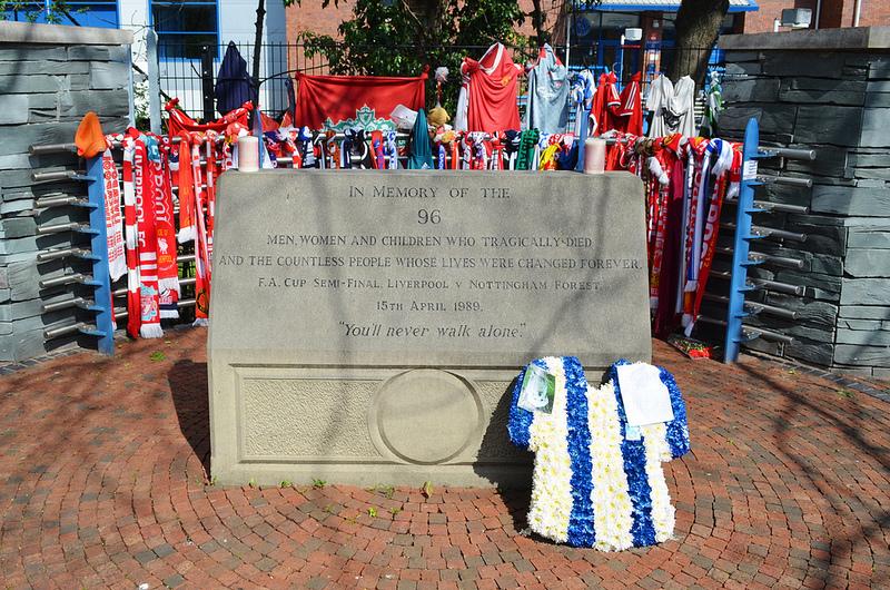 Hilsborough-katastrofen förändrade brittisk fotboll. Här är minnesmärket. Bild: flickr/nicksarebi