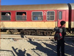 När de passerat gränsen väntar en fyra timmars tågfärd från Gevgelija till Tabanovce. Det är trångt, runt 800 kläms in i tågen. Bild: Johanna Senneby
