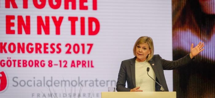 Magdalena Andersson håller tal. Bild: Anders Löwdin/Flickr/Socialdemokraterna.