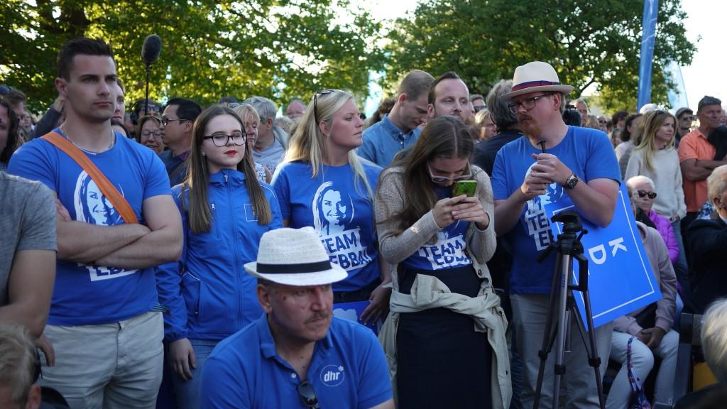 En liten skara entusiastiska KD-fans. Bild: Jenny Lindahl