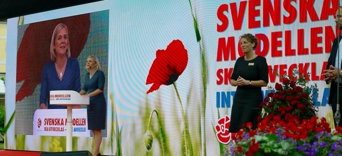 Magdalena Andersson håller tal på Almedalens scen. Bild: Jenny Lindahl
