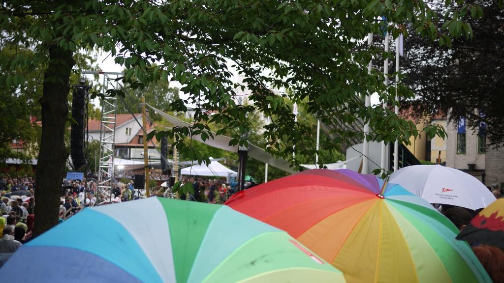 Paraplyer och ponchos under talet. Bild: Jenny Lindahl.