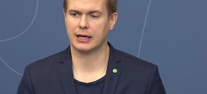 Utbildningsminister Gustav Fridolin. FOTO: Skärmdump regeringens TV-sändning