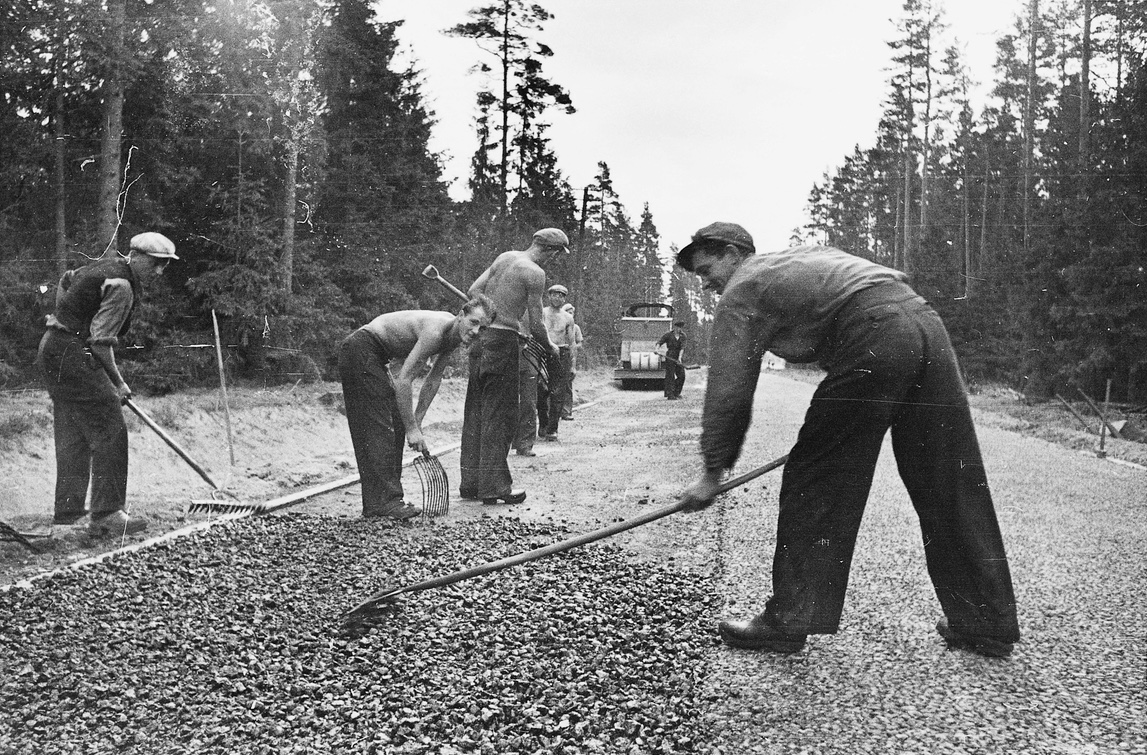 AK-arbetare bygger väg Fotograf: Lundh, Gunnar/Nordiska Museet
