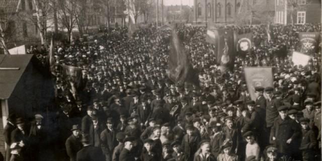 Majdemonstrationen i Sandviken 1917. Bild: YlvaS / Flickr