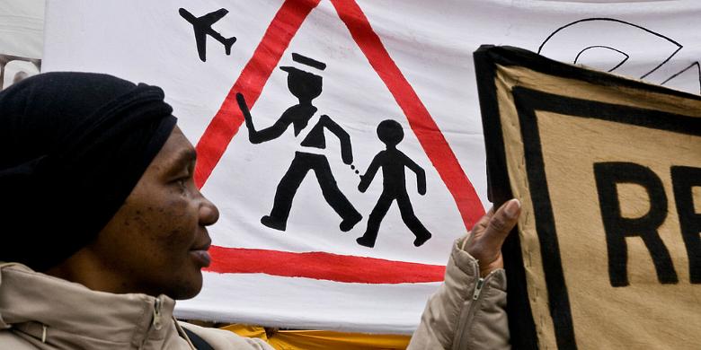 Demonstration till förmån för irreguljära invandrare i Paris, femte april 2008, Paris. Bild: philippe leroyer/Flickr.