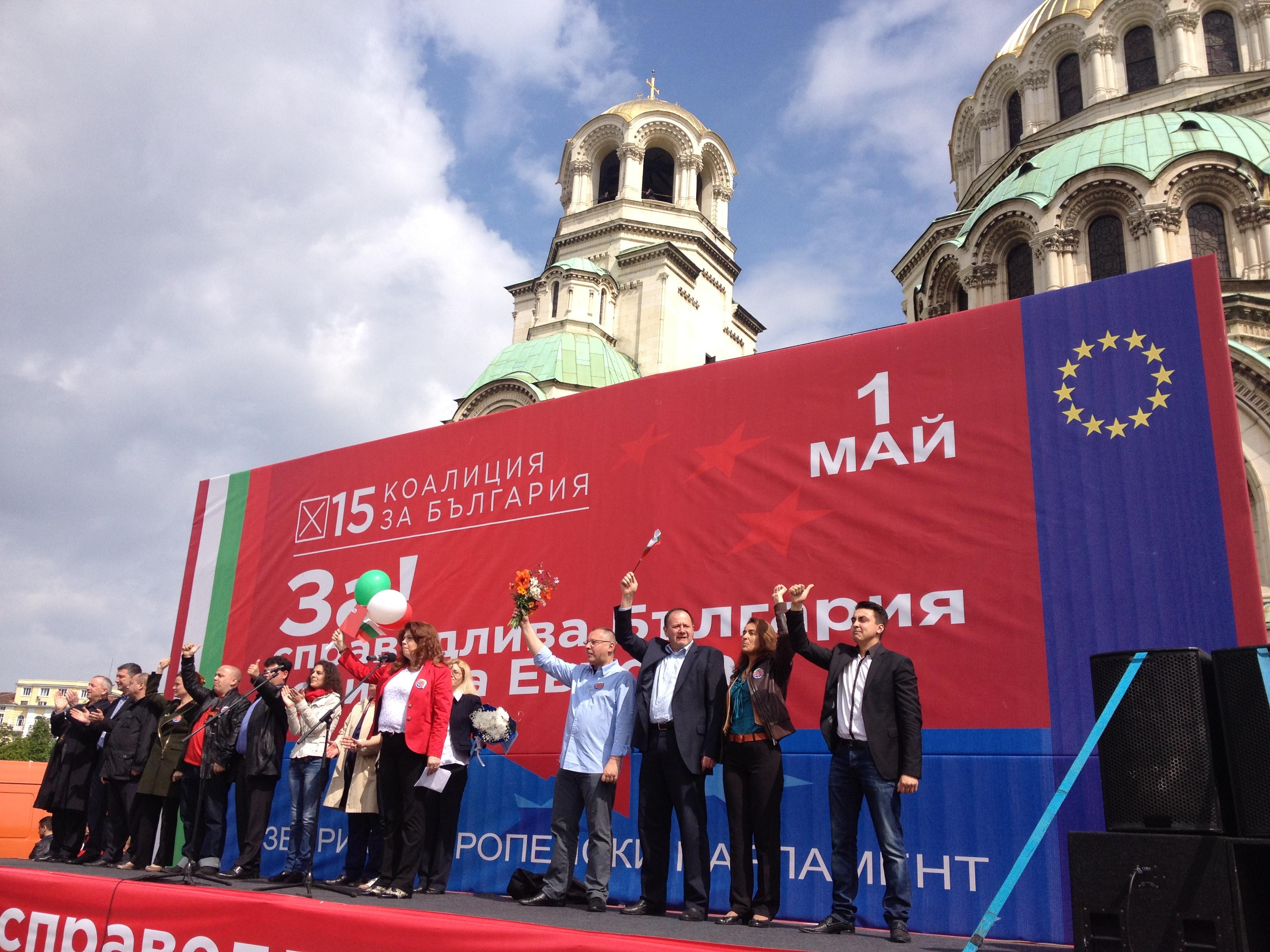 Socialistpartiet BSP manifesterar på förstamaj utanför Alexander Nevski katedralen i centrala Sofia. Bild: Maria Georgieva