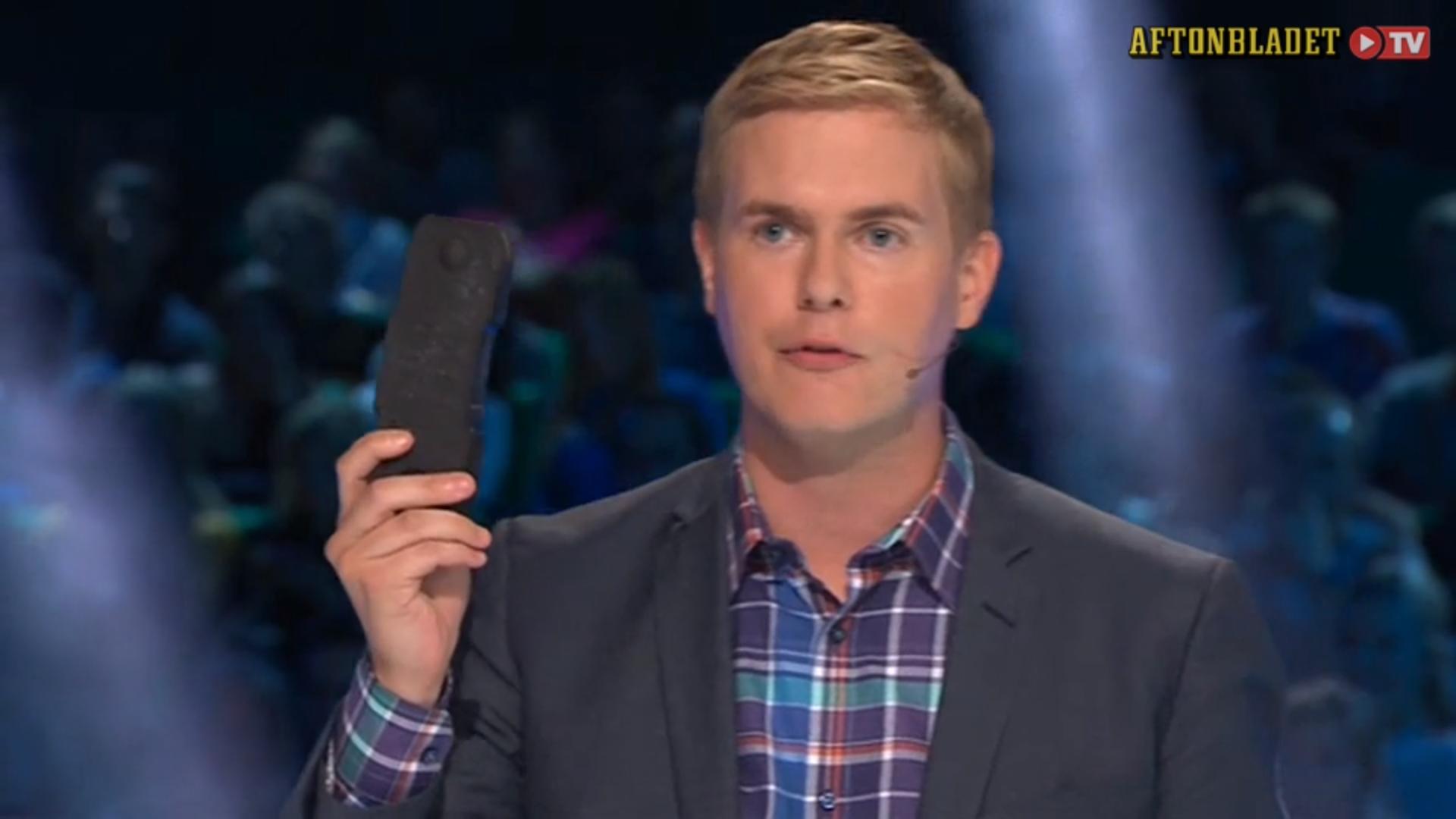 Gustav Fridolin med en kolbit i valrörelsen 2014. Skärmdump från Aftonbladet.