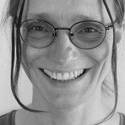 Svart-vit porträttbild på forskaren Katrin Uba
