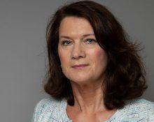Porträttbild på Ann Linde med allvarligt ansiktsuttryck