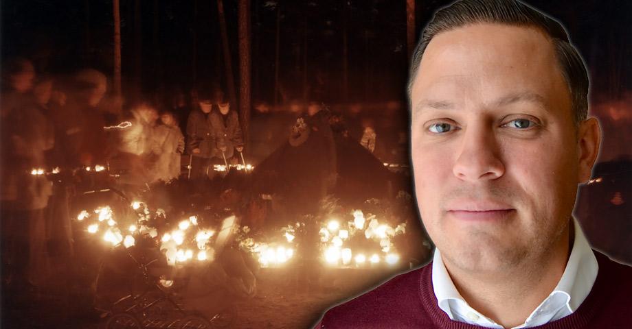 Porträttbild på David Eklind Kloo infälld i bild av människor som tänder ljus i mörkret