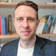 En porträttbild på forskaren Fredric Bauer