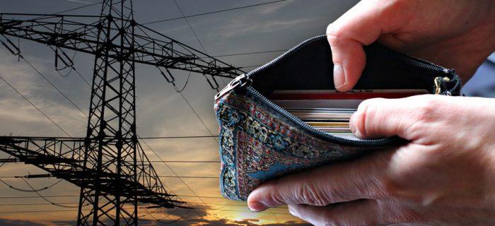 Bild på en elstolpe i solnedgång, med en infälld bild på händer som håller i en till synes tom plånbok